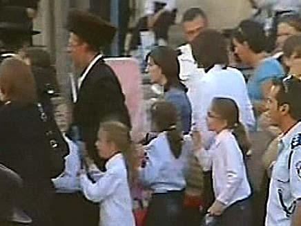 בנות המריבה מגיעות למגרש הרוסים (צילום: חדשות 2)
