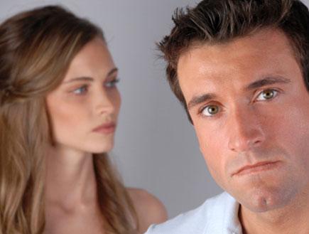 גבר ואישה מרוחקים - הטלנובלה שלי (צילום: David Cerven, Istock)