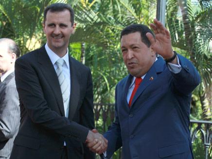 הוגו צ'אבס והחבר בשאר אסד (צילום: AP)