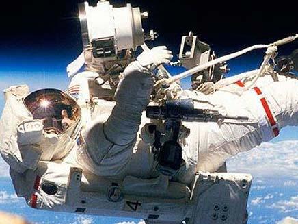אסטרונאטים בחלל, ארכיון (צילום: טלגרף)