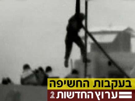 """חייל צה""""ל יורד לספינת המרמרה (צילום: חדשות 2)"""