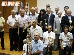 משתתפי הטקס עם הפרסים (יניב גונן) (צילום: מערכת ONE)