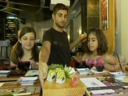 המבורגר? תנו להם סושי (צילום: חדשות2)