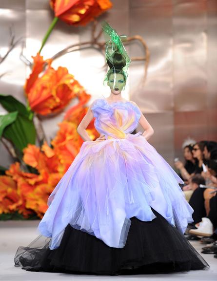 כריסטיאן דיור 2010- שמלת ערב פרחים (צילום: Pascal Le Segretain, GettyImages IL)