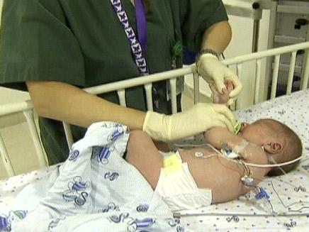 """תינוק בביה""""ח. ארכיון (צילום: חדשות 2)"""