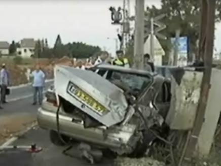 תאונת רכבת ומכונית פרטית בבאר-יעקב (צילום: חדשות 2)
