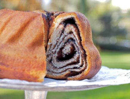 עוגת קוגלהוף (צילום: מיקי שמו - המיטב, הוצאת על השולחן)