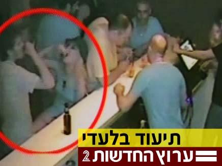 טל מור שותה (צילום: חדשות 2)