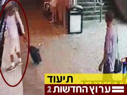 תיעוד מיוחד: אדם קפץ לפסי הרכבת והציל עיוורת (צילום: חדשות 2)