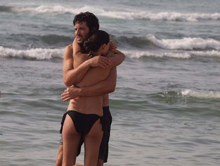 מיה קרמר ורון שחר בים 1 (צילום: אלעד דיין)