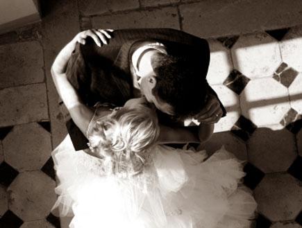 חתן וכלה רוקדים (צילום: pictore, Istock)