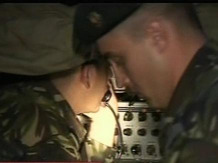 חיילים רומנים באיזור התרסקות המסוק (צילום: חדשות 2)