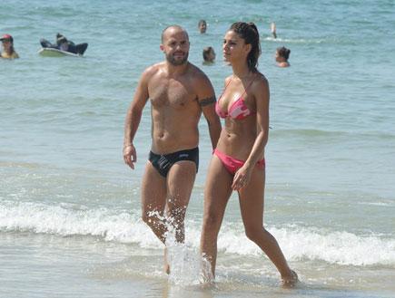 חן שילוני ובעלה בים 8 (צילום: אלעד דיין)