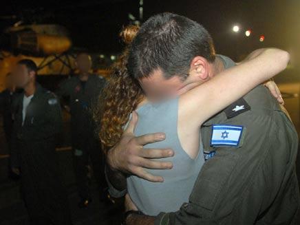 """אנשי חיל האוויר נוחתים בישראל, אמש (צילום: דובר צה""""ל)"""