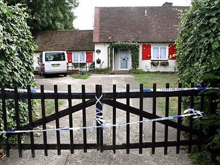הבית בו נמצאו הגופות (צילום: דיילי מייל)