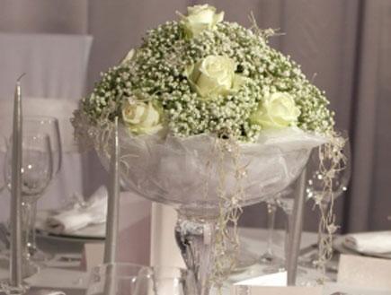 סידור פרחים לבן (צילום: gsermek, Istock)