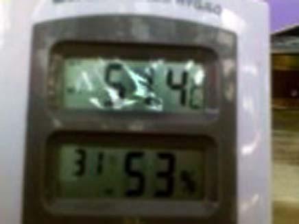 המודד מראה את טמפרטורת השיא (צילום: מועצה איזורית מבואות ים המלח)