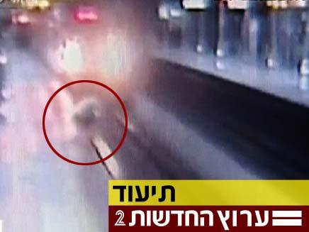 מול המצלמה: תעלול מסוכן (צילום: חדשות 2)