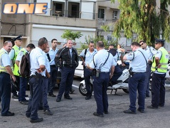 המשטרה. עצרה חשודים (עמית מצפה) (צילום: מערכת ONE)