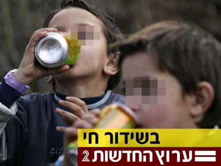 ילדים שותים (צילום: חדשות 2)