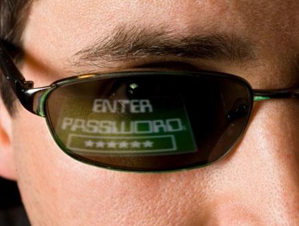 סיסמה ומשקפי שמש (צילום: dcdp, Istock)