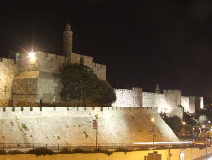 מגדל דוד מרחבת שער יפו  (יח``צ: ערן גל-אור, מסלולים> להתאהב בארץ מחדש)