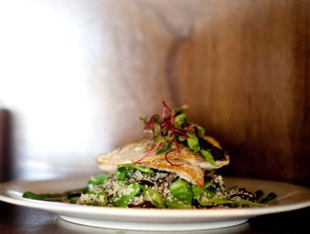 בורי צרוב עם ירקות מוקפצים ובורגול (צילום: דנה מאירזון,  יחסי ציבור )