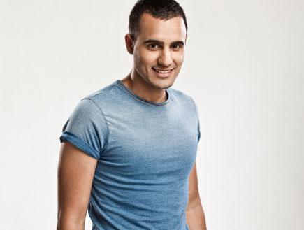 עידן יניב, חולצה כחולה (צילום: אוהד רומנו)