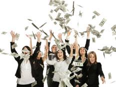 אנשים זורקים כסף (צילום: lisegagne, Istock)