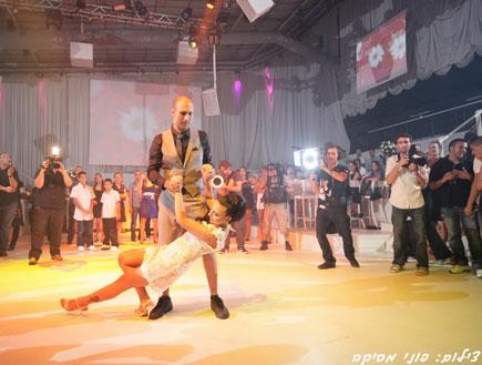 לנה ומעיין רוקדים סלסה