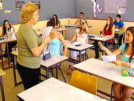 מוריה ותלמידים בכתה (צילום: חדשות 2)