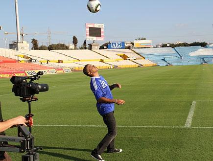 אייל גולן לנבחרת ישראל (צילום: אביב חופי)
