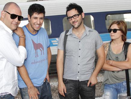 המתמודדים ברכבת (צילום: רפי דלויה)