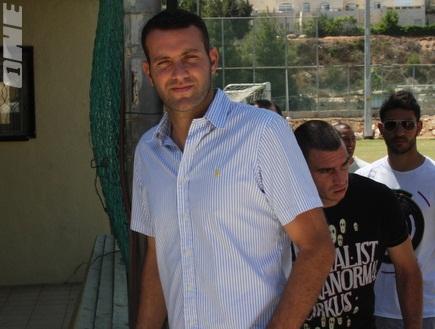 שמעון גרשון (גיא בן זיו) (צילום: מערכת ONE)