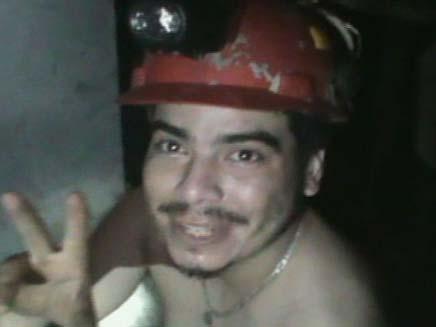 כורה צ'יליאני שמח (צילום: רויטרס)