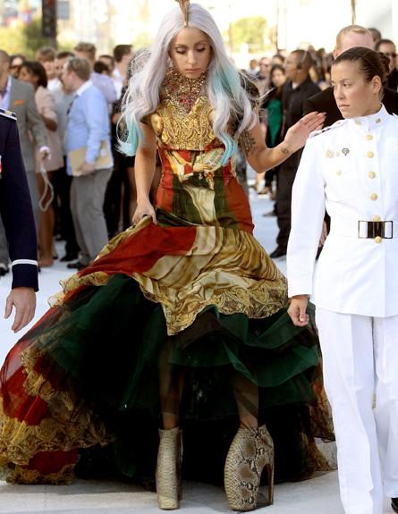 ליידי גאגא בנעליים - טקס פרסי MTV 2010 (צילום: Christopher Polk, GettyImages IL)