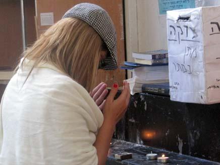 """""""שמע ישראל אלוהיי"""", חדד מתפללת (צילום: חדרי חרדים)"""