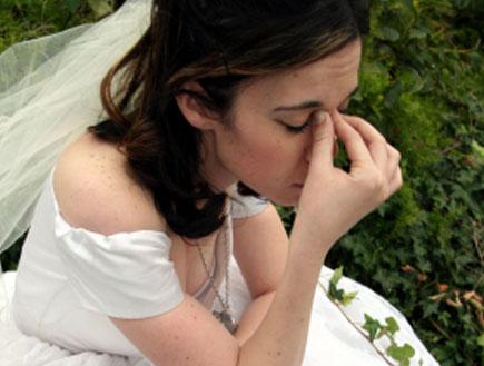 כלה בוכה בחתונה (צילום: JudahArt, Istock)