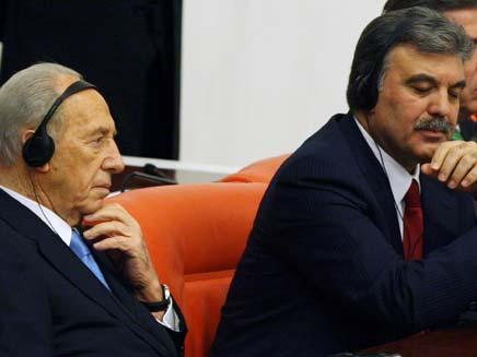 עבדאללה גול ופרס, בימים טובים יותר (צילום: AP)