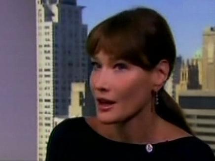 """""""הנישואין לסרקוזי הם הרפתקה"""". קרלה ברוני (צילום: חדשות 2)"""