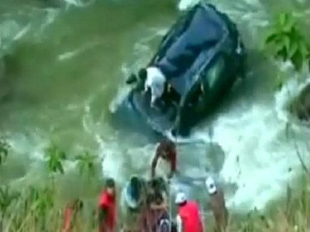 רגעי החילוץ (צילום: חדשות 2)