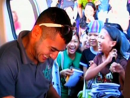 אומה (אברהים) קוני, מהמוסך ביפו לאליל בפיליפינים (צילום: חדשות 2)