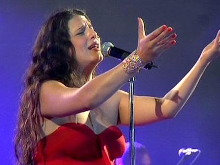מסיקה בהופעה (צילום: חדשות 2)
