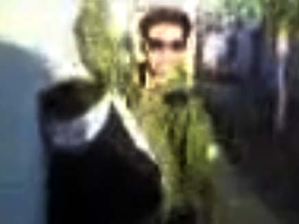 חייל רוקד ליד טרוריסטית (צילום: חדשות 2)