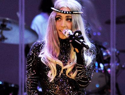 ליידי גאגא מתלבשת רעה (צילום: Kevin Winter, GettyImages IL)