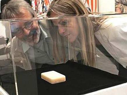 הסבון של ברלוסקוני נחשף לציבור (צילום: טלגרף)