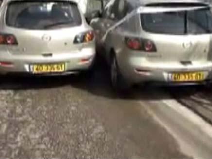 """""""המכוניות התאומות"""" (צילום: חדשות 2)"""