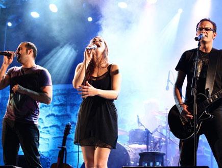 קרן פלס בהופעה (צילום: שי פרג)