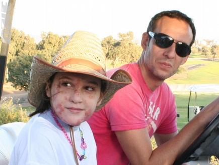 עודד קטש מסייר במתחם הגולף בקיסריה (גיא איזנר) (צילום: מערכת ONE)