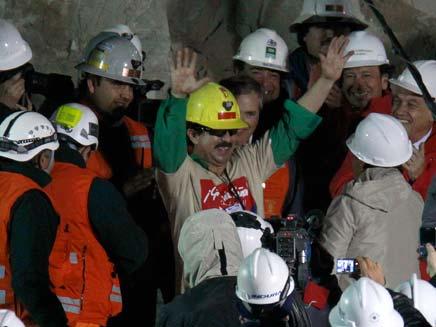 """נשיא צ'ילה: """"לימדתם אותנו מהי תקווה"""" (צילום: רויטרס)"""